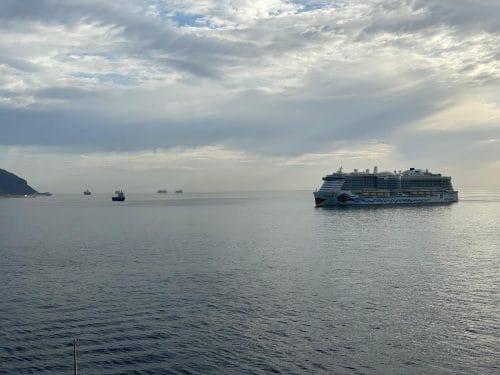 kreuzfahrtschiffe-warten-vor-teneriffa-auf-ihren-dienst-oyjk3xpc4886bjdzhueap31ezvxtld8ng65fb43sme