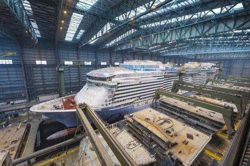 Die Meyer Werft in Papenburg hat auch in den Herbstferien geöffnet / © Meyer Werft